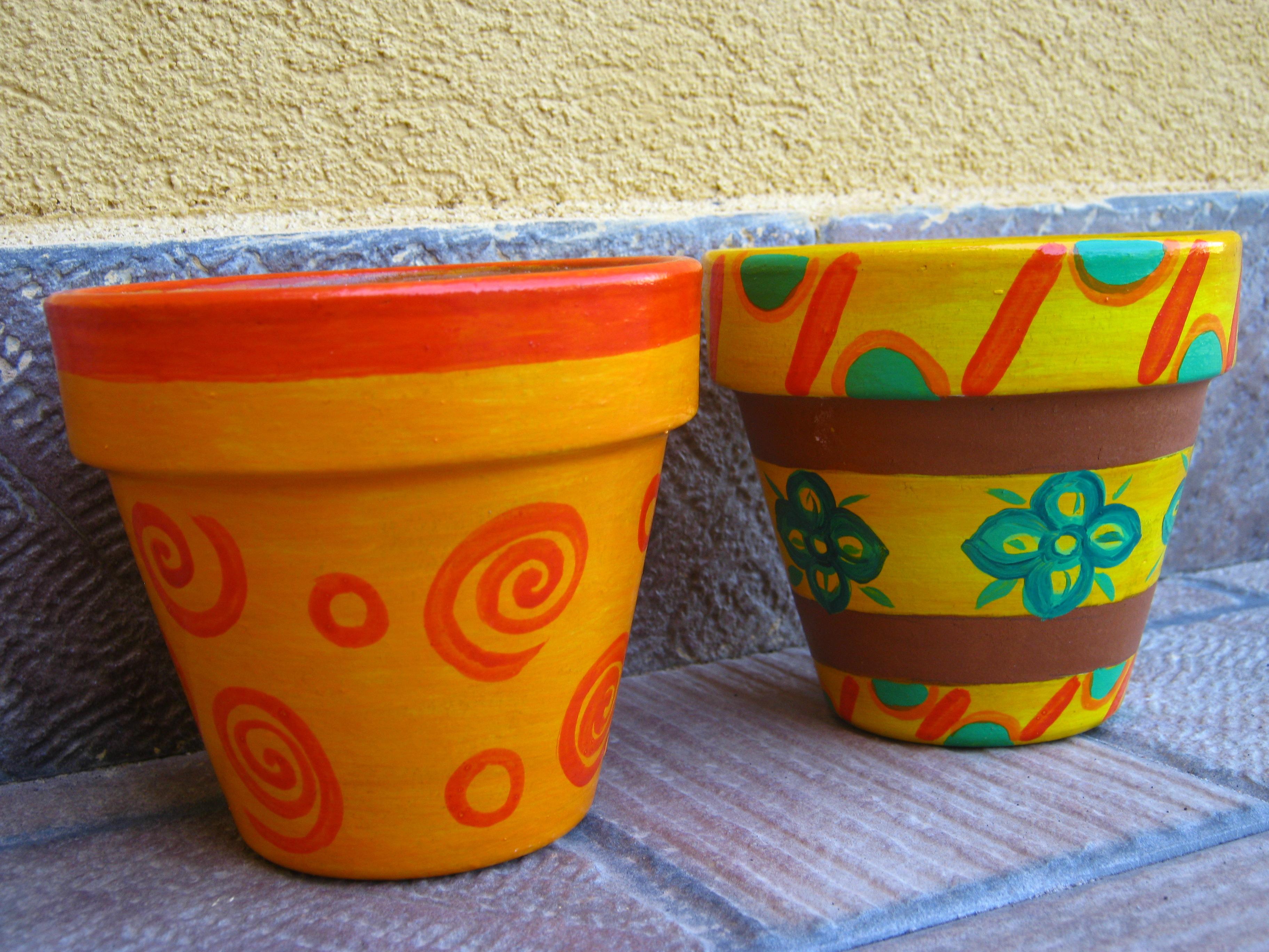 Vasi colorati per rendere allegri giardini balconi e for Giardini decorati